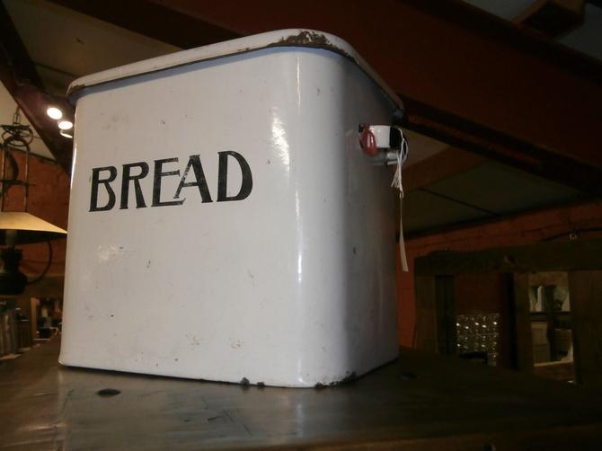 ORIGINAL VINTAGE BREAD BIN   S44