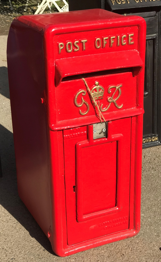 Vintage Style G R Post Box