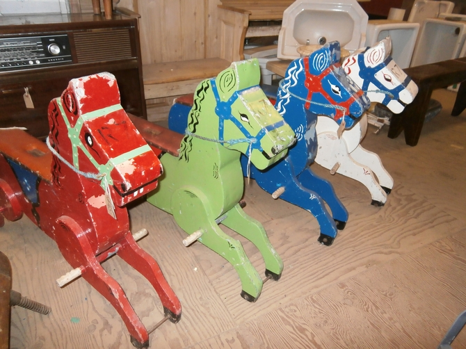 SET OF VINTAGE CAROUSEL CHILDS HORSES  S41