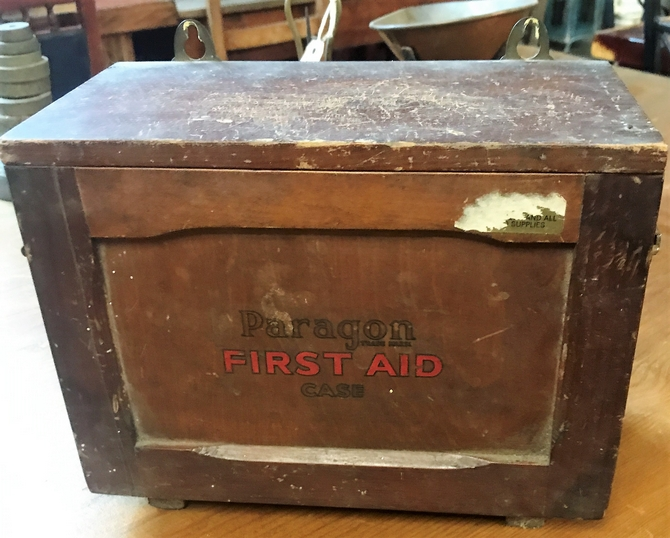 Vintage/Retro Wall Mounted 1940's First Aid Box