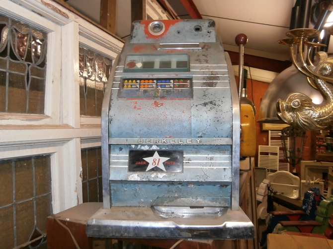 1950's MECHANICAL FRUIT MACHINE SOLD