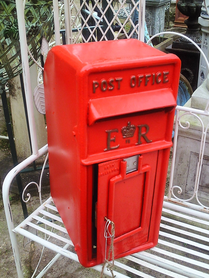 E R Post Box Red AR898