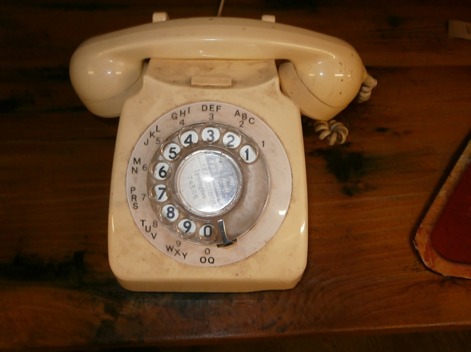 BAKELITE TELEPHONE CREAM S33.