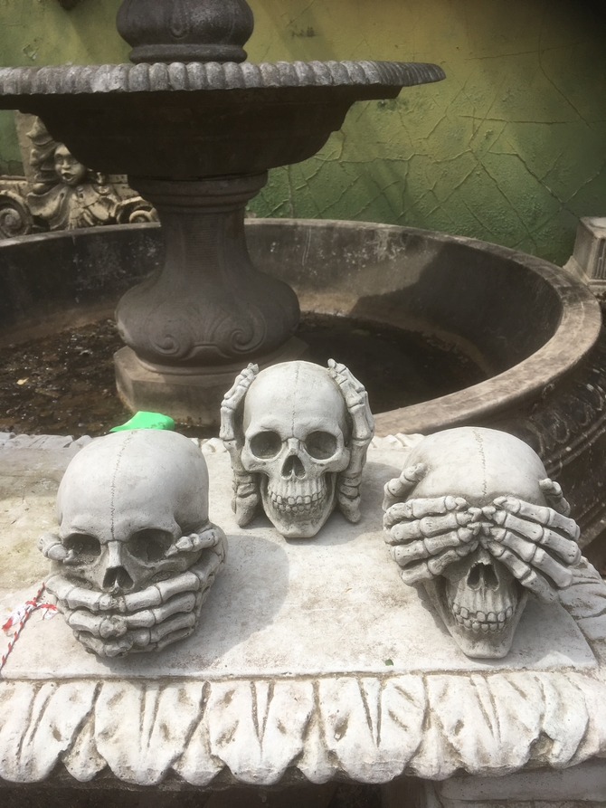 Set of 3 Skulls Statues