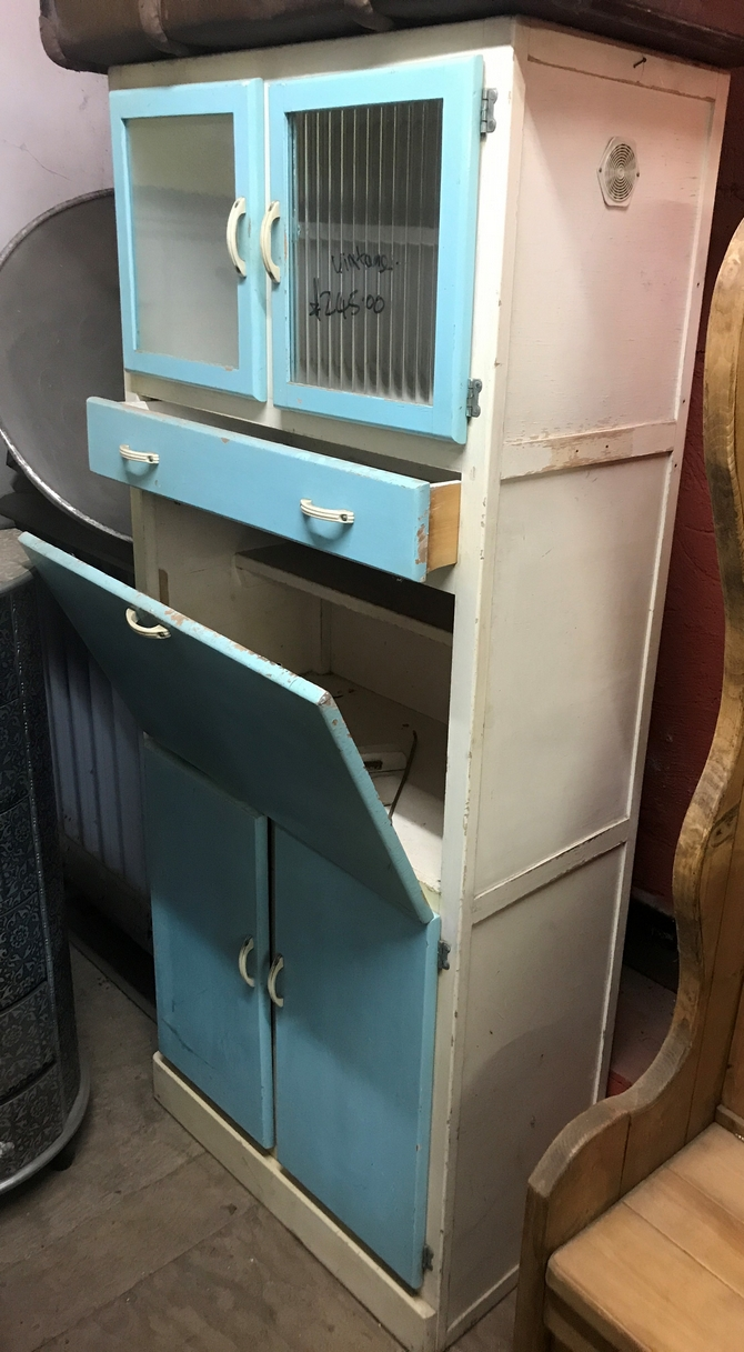 Beautiful Vintage Retro 1950s/1960s Kitchen Larder/Cupboard.